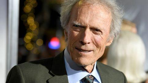 Clint Eastwood posa por primera vez con su hija secreta, Laurie, una más de la familia