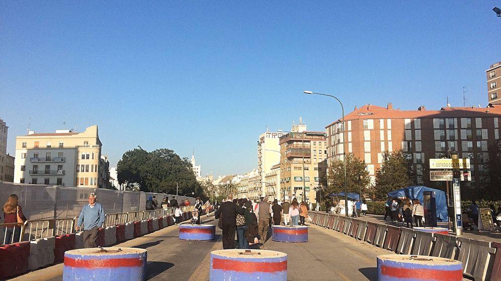 Foto: Bolardos de hormigón antiatentados en el centro de Málaga. (Toñi Guerrero)