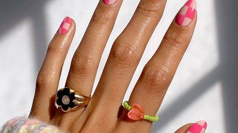Manicuras para primavera: hazlo simple y retro con flores y geometría