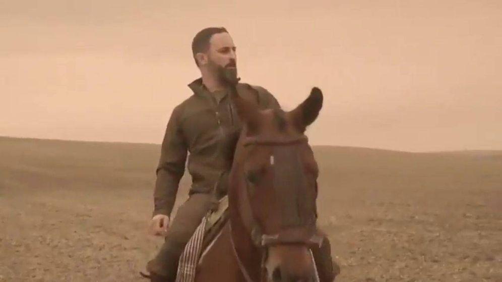 Foto: Santiago Abascal, a caballo en un vídeo promocional de Vox.