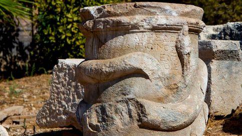 Encuentran un altar con una serpiente enroscada de hace 2.000 años en Turquía