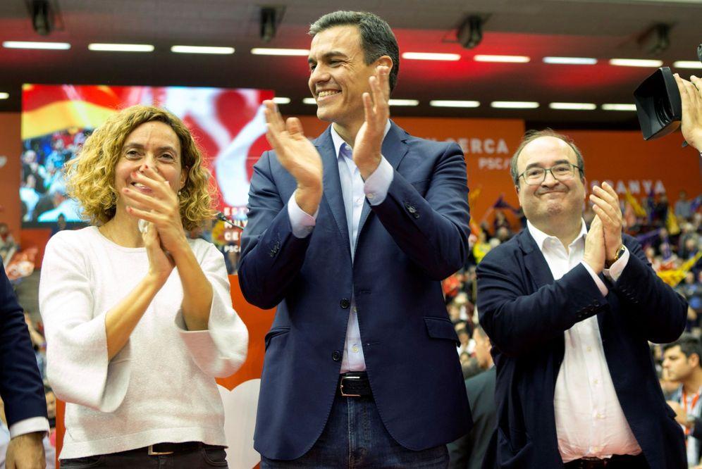 Foto: Pedro Sánchez, con la ministra Meritxell Batet, próxima presidenta del Congreso, y Miquel Iceta, líder del PSC, el pasado 25 de abril en Barcelona. (EFE)