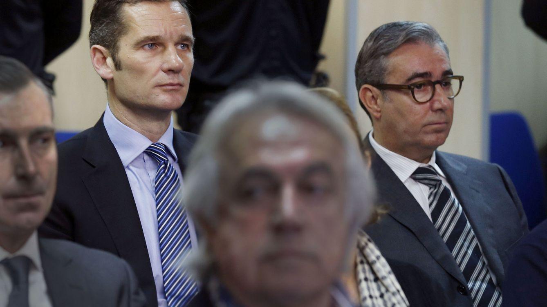 Foto: Iñaki Urdangarin y su ex socio, Diego Torres, codo con codo en el juicio del pasado 11 de enero (Gtres)