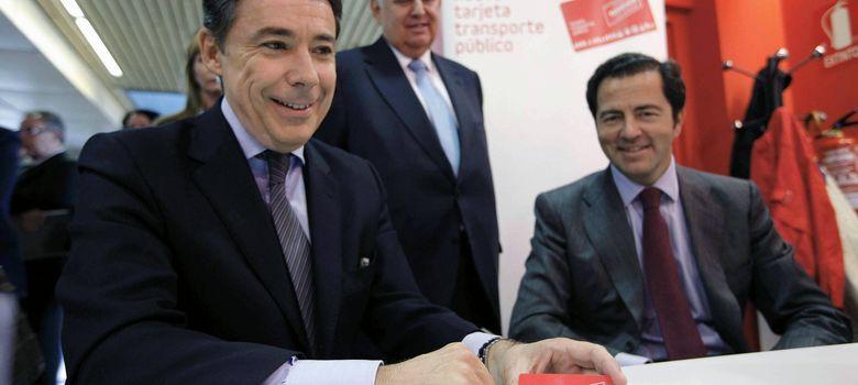 Foto: El presidente de la Comunidad de Madrid, Ignacio González (i), acompañado por el consejero de Transportes, Infraestructuras y Vivienda, Pablo Cavero. (EFE)