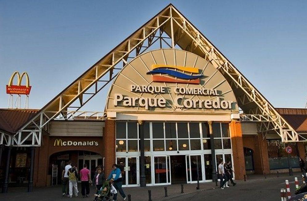 Foto: Acceso al centro comercial Parque Corredor.