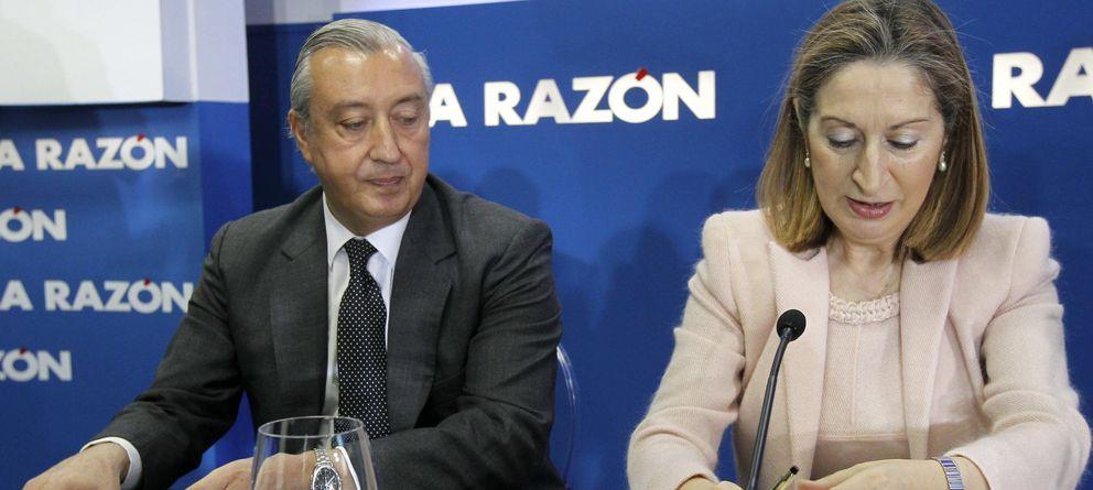 Foto: La ministra de Fomento, Ana Pastor, y el presidente de Refe, Julio Gómez-Pomar (Efe)