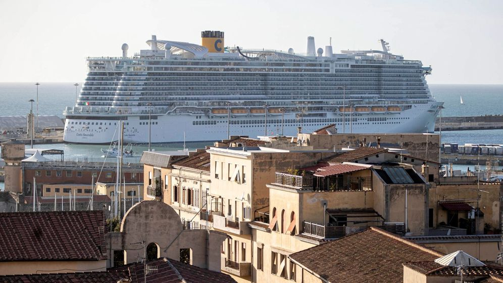 Foto: Crucero Costa Esmeralda en el puerto de Civitavecchia en Roma, en una imagen de archivo (EFE)