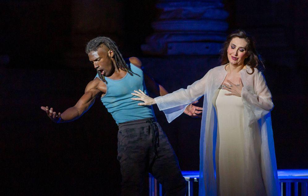 Foto: El dueto de Sansón y Dalila, anoche, en Mérida (Jero Morales/Festival Teatro Clásico Mérida)