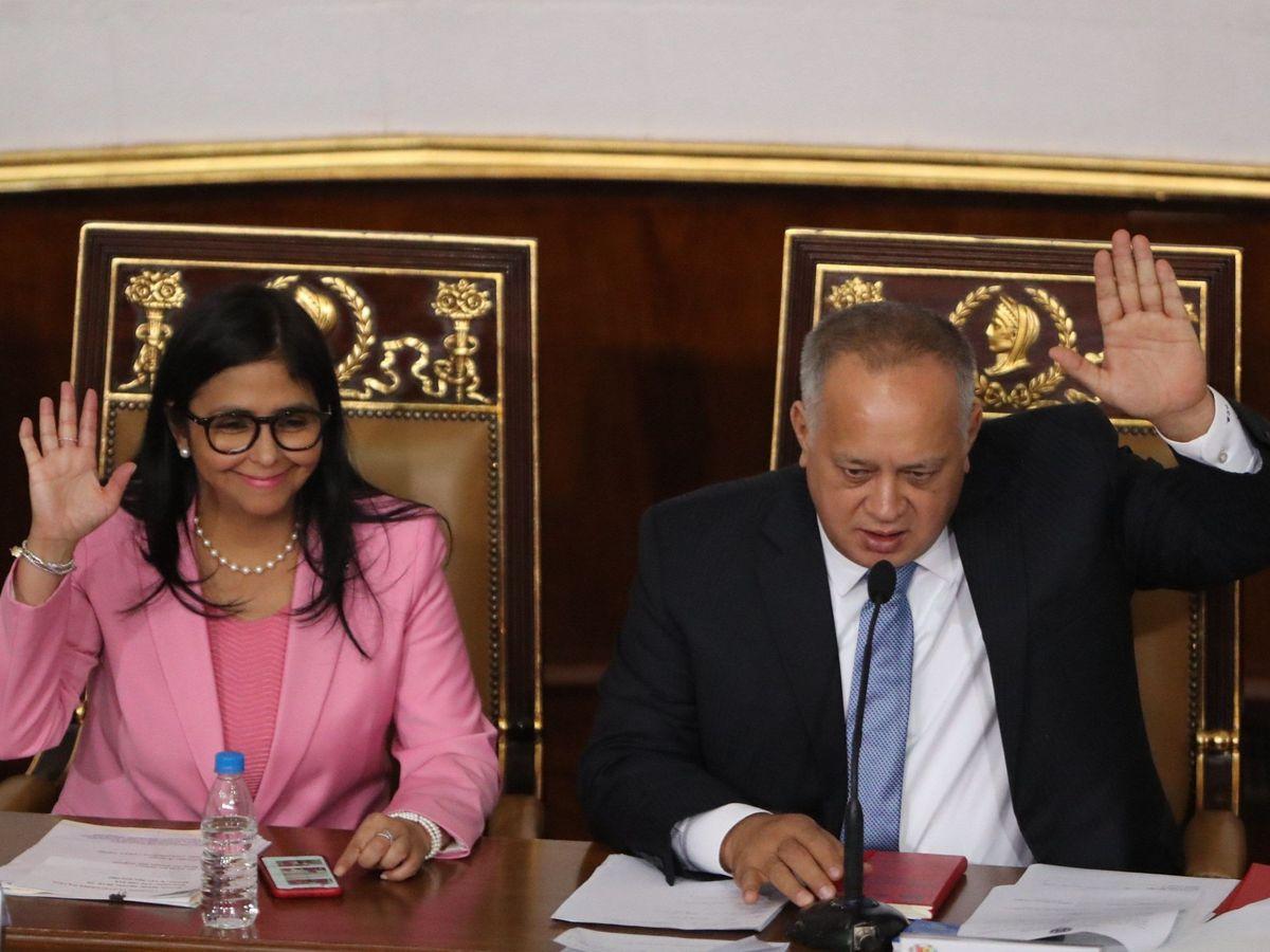Foto: El presidente de la Asamblea Nacional Constituyente, Diosdado Cabello (d), y la vicepresidenta de Venezuela, Delcy Rodríguez. EFE