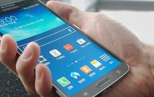 Samsung lanza Round, el primer 'smartphone' con pantalla curva