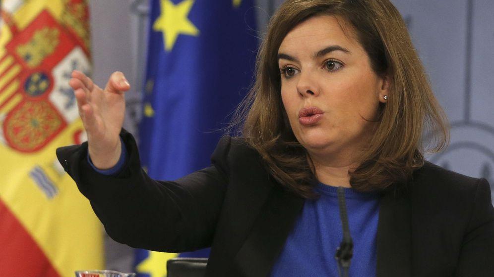 Foto: La vicepresidenta del Gobierno, Soraya Saénz de Santamaría, durante una rueda de prensa. (Efe)