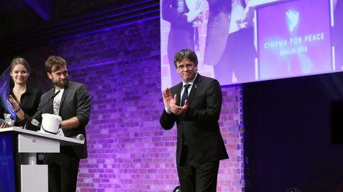 Netflix obliga a devolver el premio que entregó Puigdemont a 'Dos Cataluñas'