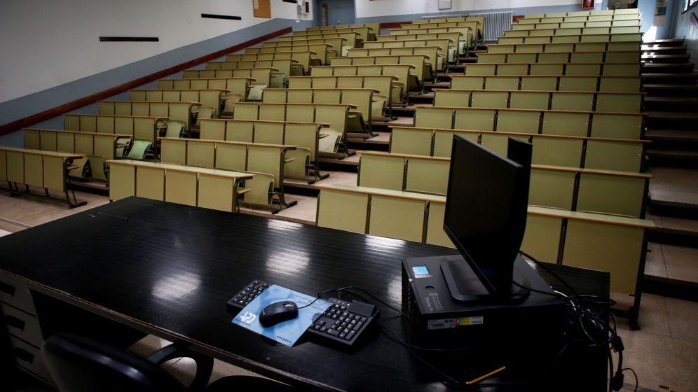 Foto: Aspecto de la Facultad de Economía y Empresa de la Universidad de Barcelona. (EFE)