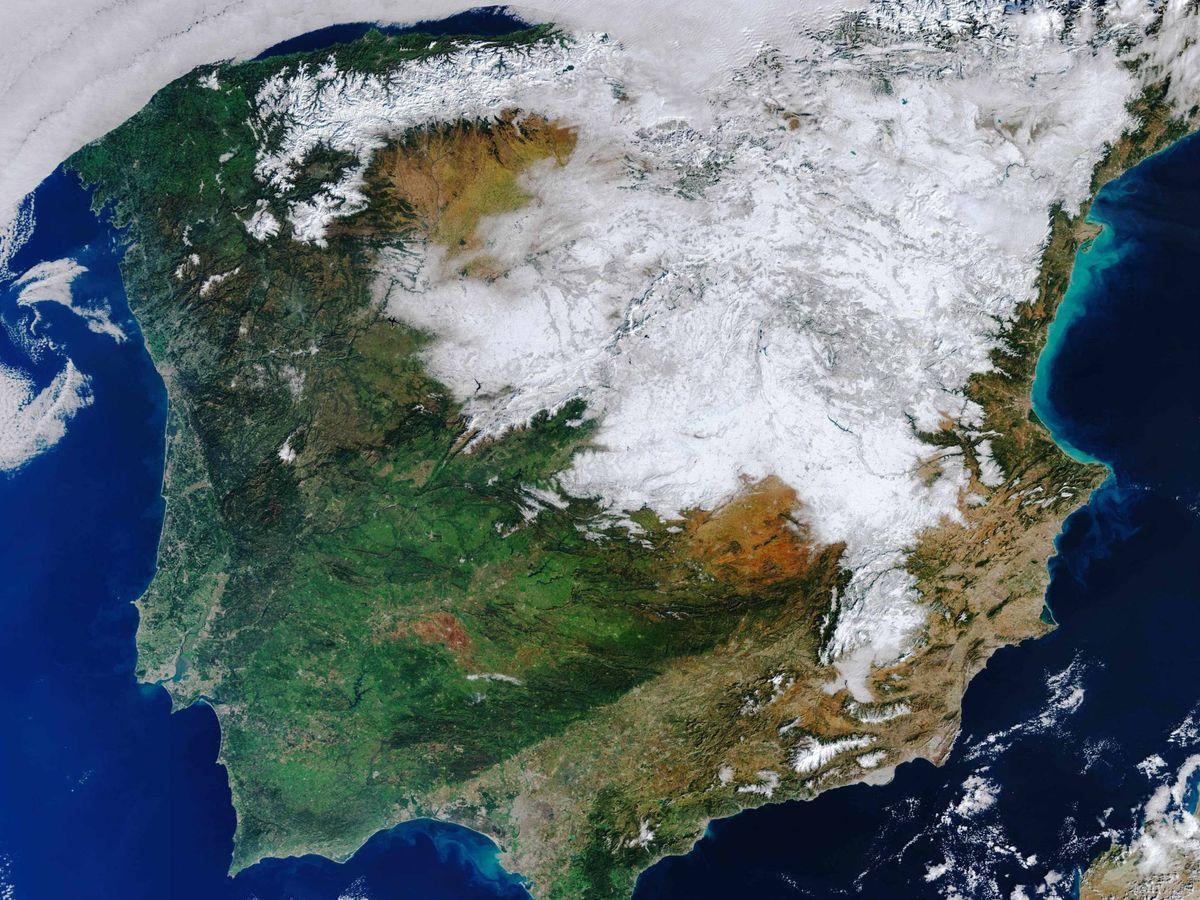 Foto: España bajo un manto blanco en una imagen tomada desde el espacio (ESA)