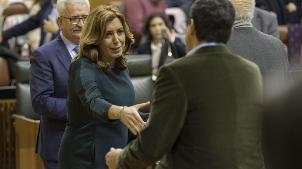 Foto:  La presidenta andaluza, Susana Díaz, saluda al presidente del PP andaluz, Juanma Moreno. (EFE)