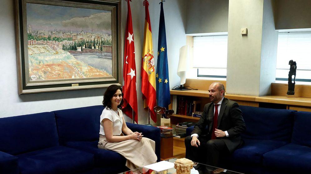 Foto: Isabel Díaz Ayuso, en su reunión con el presidente de la Asamblea de Madrid, Juan Trinidad. (EFE)