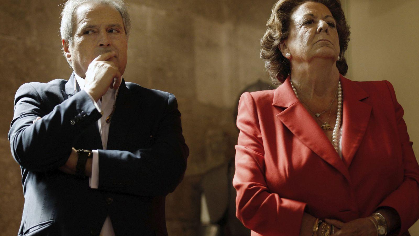 Foto: La exalcade de Valencia, Rita Barberá, junto al expresidente de la diputación, Alfonso Rus. (Efe)