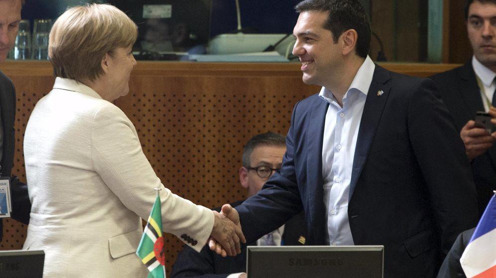 Foto: La canciller alemana, Angela Merkel, junto al primer ministro griego, Alexis Tsipras. (Reuters)