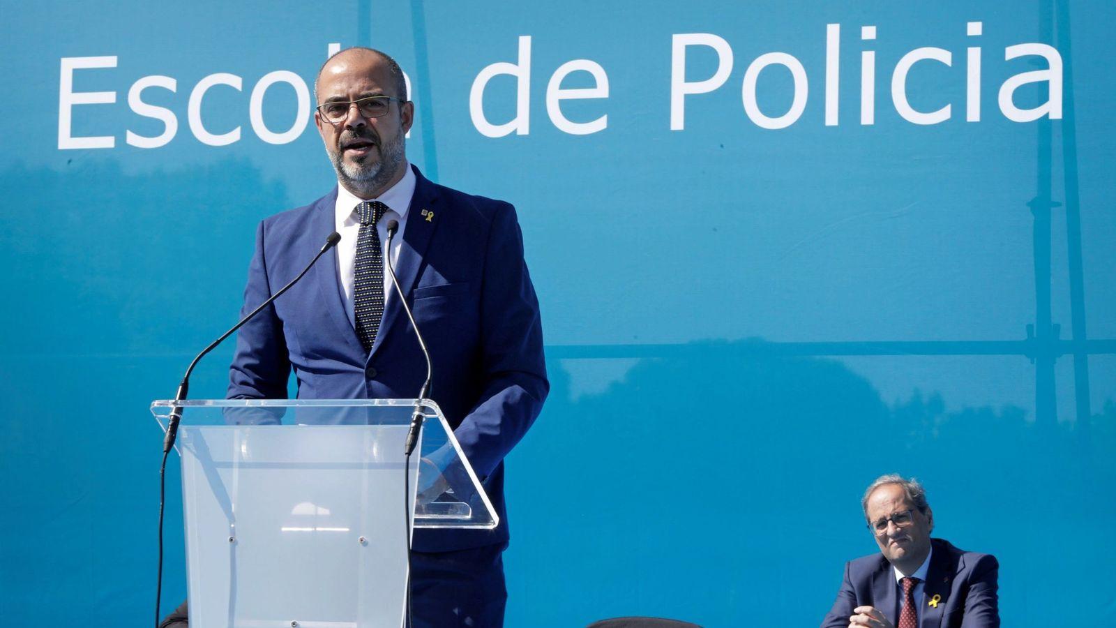 Foto: El conseller de Interior, Miquel Buch, en un acto con Quim Torra. (EFE)