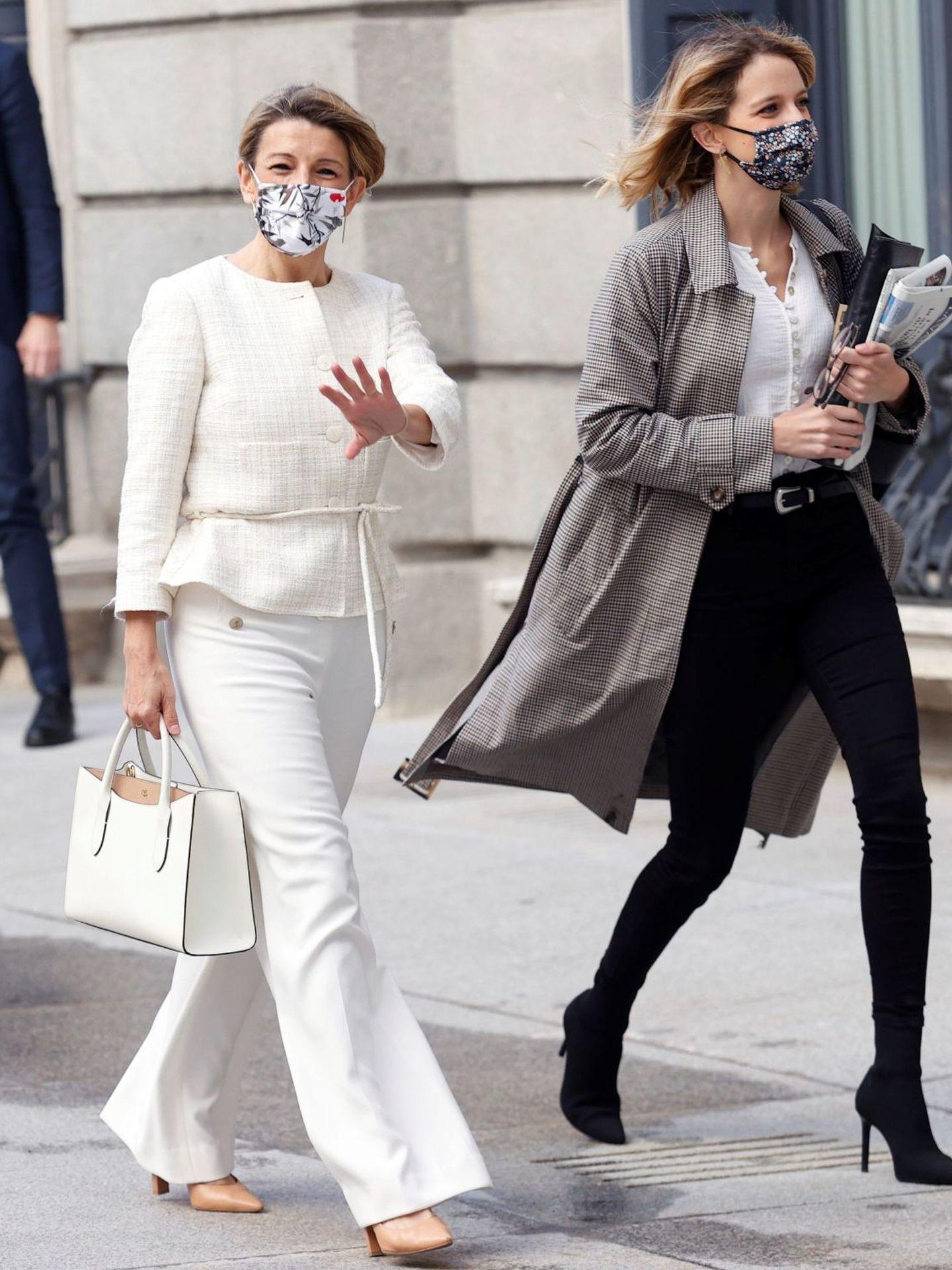Este traje blanco ha sido uno de sus looks más alabados de las últimas semanas. (EFE)