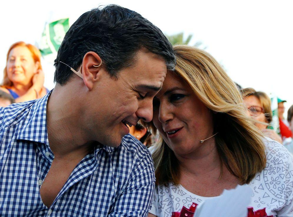 Foto: Pedro Sánchez y Susana Díaz durante el mitin de cierre de campaña del PSOE en el Muelle de las Delicias de Sevilla, el pasado 24 de junio. (Reuters)