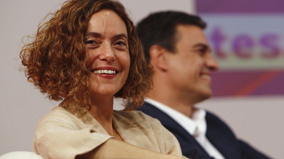 Foto: Pedro Sánchez y Meritxell Batet, en un encuentro con dirigentes y cargos electos del PSC, este 2 de octubre en Barcelona. (EFE)