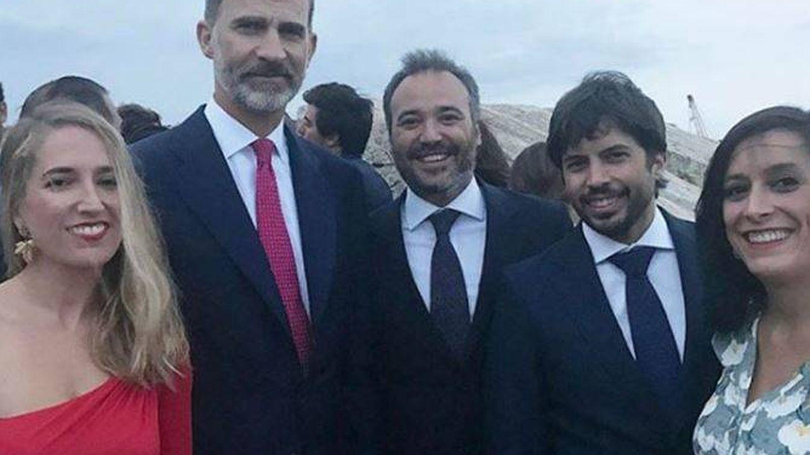 Foto: Felipe VI entre algunos de los invitados (Instagram)
