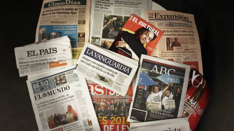 Foto: 'La Vanguardia' (c), diario del grupo Godó, junto a otras importantes cabeceras. (Enrique Villarino)