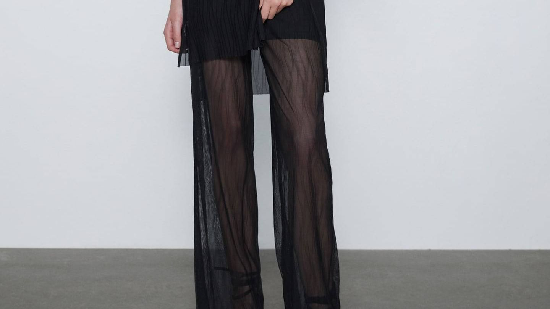Pantalón negro de Zara. (Cortesía)