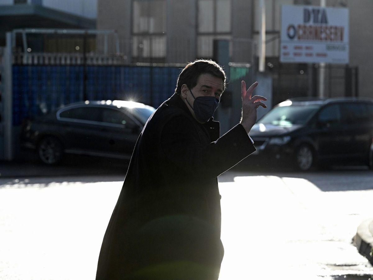 Foto: El abogado del extesorero del PP Luis Bárcenas, Gustavo Galán Abad, a su llegada a la Audiencia Nacional este lunes. (EFE)
