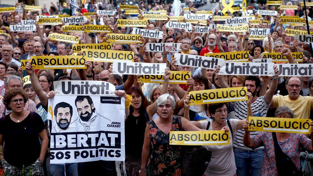 Foto: Manifestación convocada por Ómnium Cultural el pasado 20 de septiembre. (EFE)