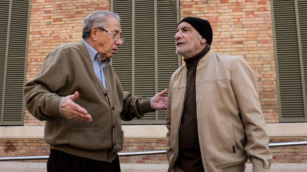Foto: Fulano y Mengano criticando a Zutano. (iStock)