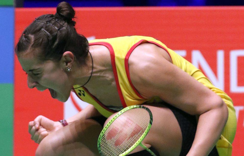 Foto: Carolina Marín celebra su nuevo título de campeona de Europa. (EFE)