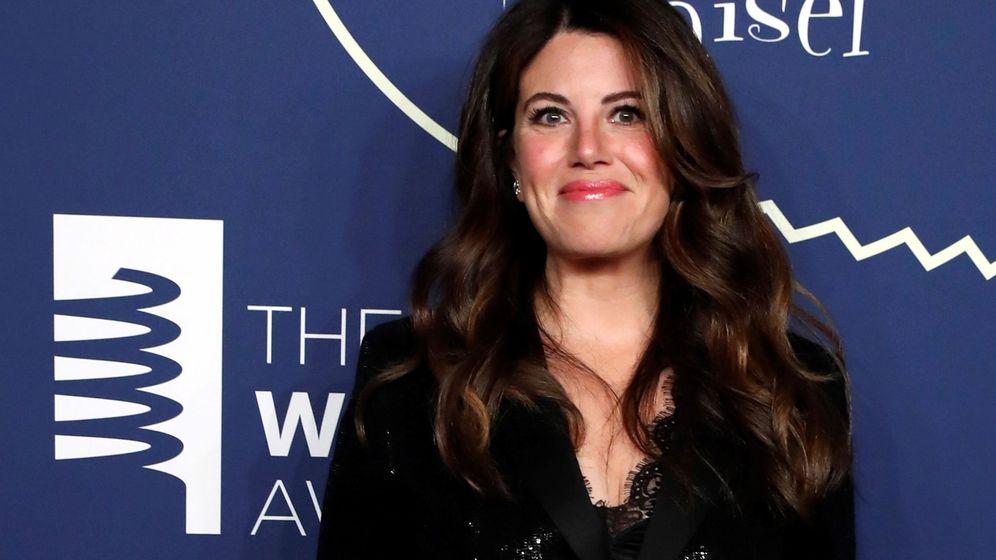 Foto: Monica Lewinsky posa en la alfombra roja cuando llega a los Webby Awards 2019. EFE JASON SZENES