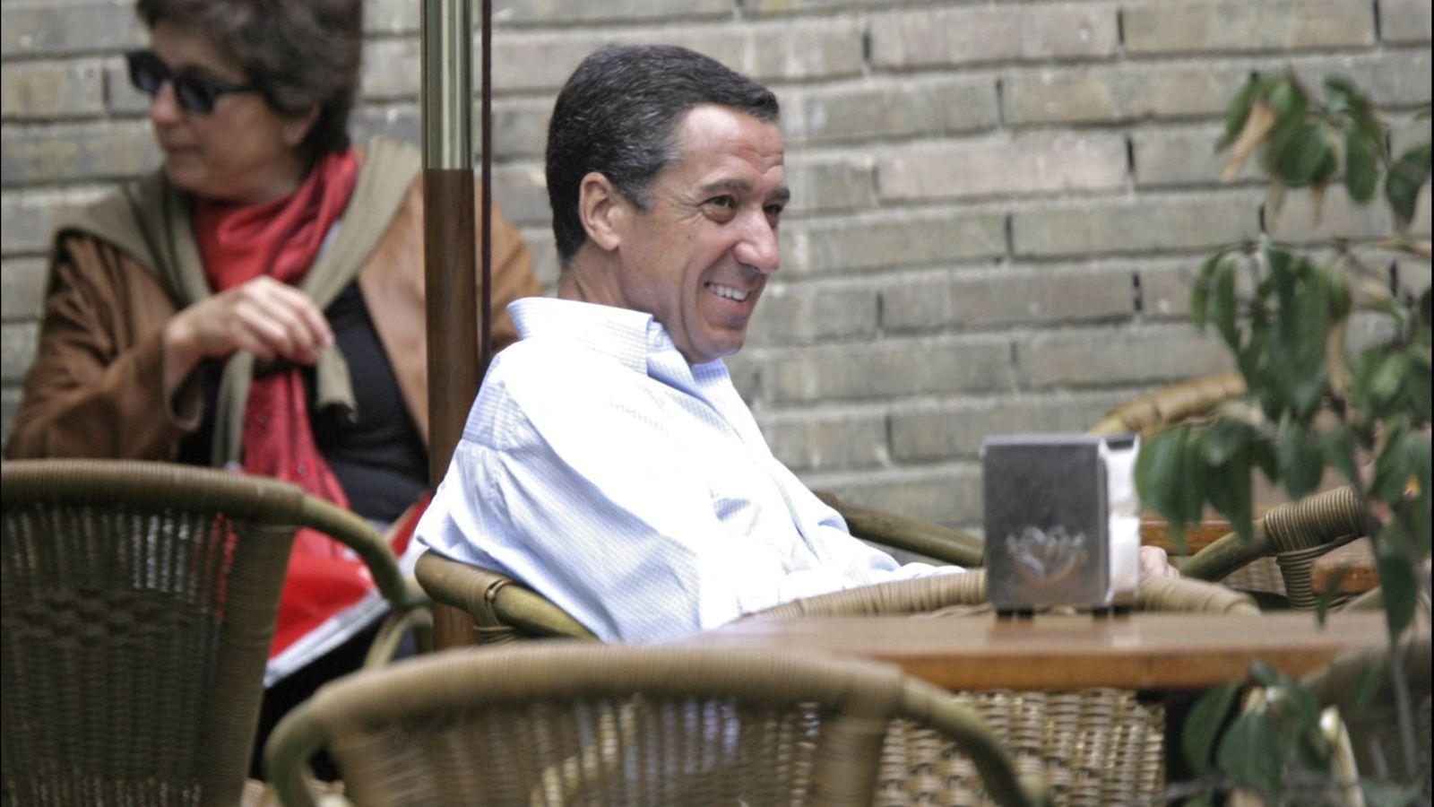 Foto: Eduardo Zaplana, relajado en Madrid. (Gtres)