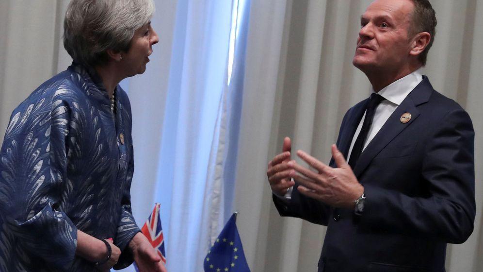 Foto: La primera ministra británica charla con Donald Tusk. (Reuters)