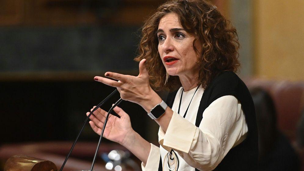 Foto: La ministra de Hacienda, María Jesús Montero, en la tribuna del Congreso. (Efe)