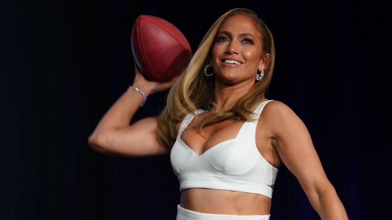 Jennifer Lopez anuncia y se cuida en pareja