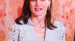 Doña Letizia estrena bolso y zapatos por tercera vez en cinco días