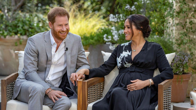 El príncipe Harry y Meghan, durante la entrevista con Oprah. (Reuters)