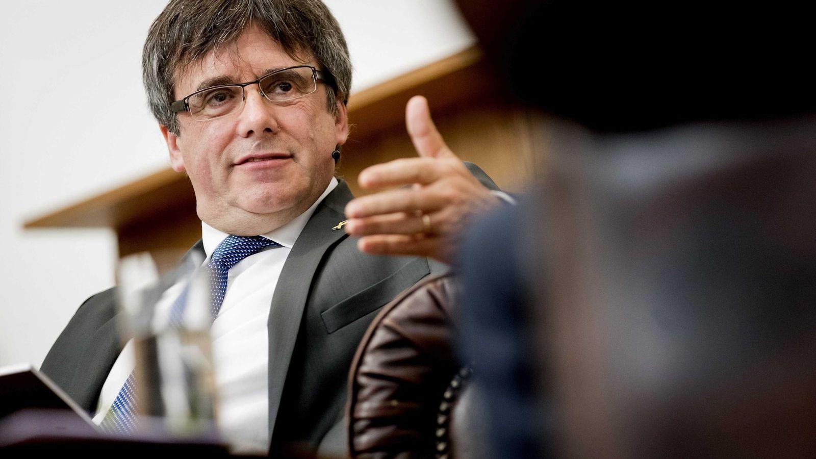 Foto: El expresidente catalán Carles Puigdemont participa en una charla en la Universidad de Ámsterdam. (EFE)