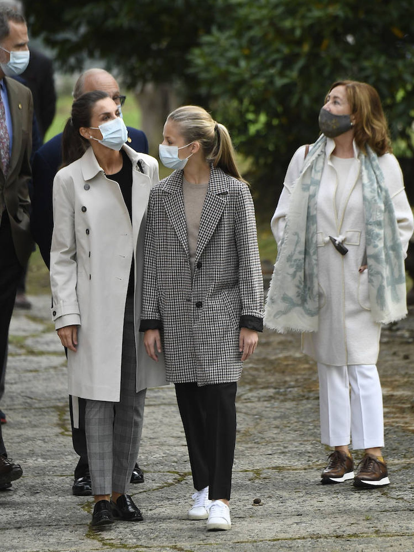 La familia Real paseando por Somao. (Limited Pictures)
