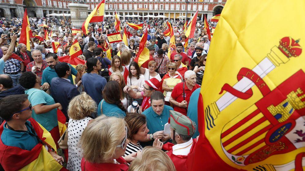 Foto: Concentración contra el referéndum en la Plaza Mayor de Madrid (EFE)