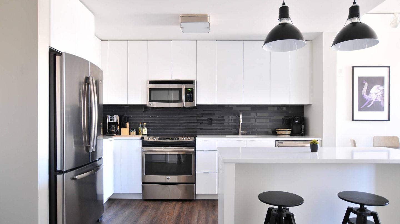 Trucos deco para que tu cocina pequeña se vea más amplia. (Naomi Hébert para Unsplash)