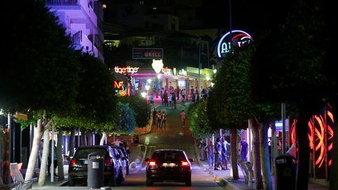 Baleares cierra al 'turismo de excesos' tres calles de Magaluf y Playa de Palma