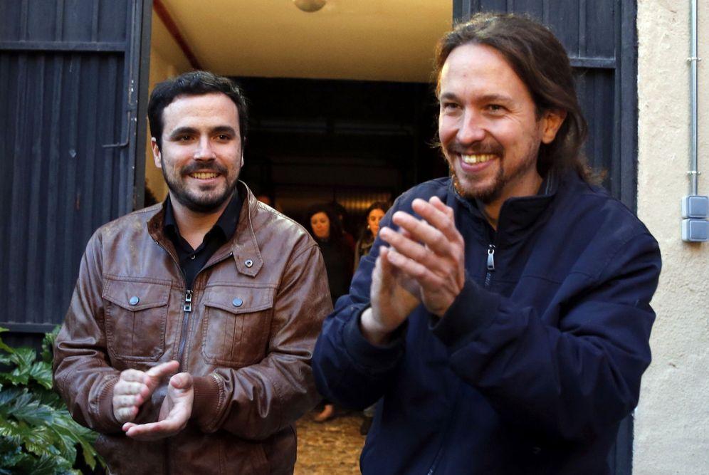 Foto: Alberto Garzón y Pablo Iglesias, el pasado 9 de mayo en Madrid tras anunciarse la coalición electoral de Podemos e IU para el 26-J. (EFE)