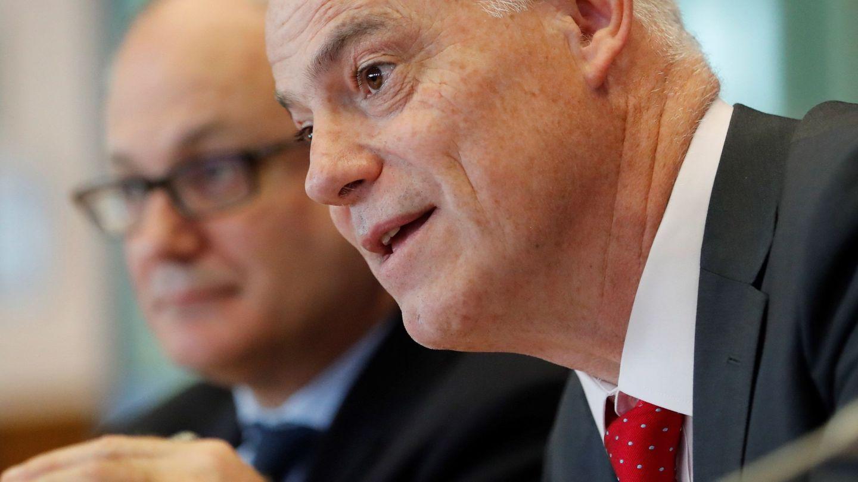 José Manuel Campa (d), presidente de la EBA. (EFE)