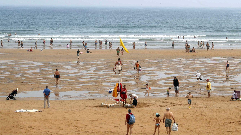 Muere un hombre en la playa de Poniente durante el concierto de Lola Índigo