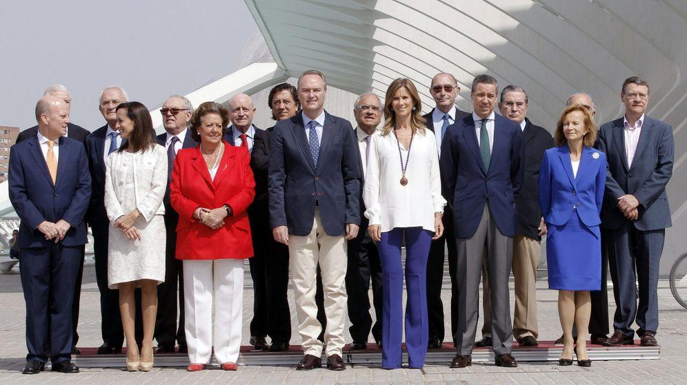 Foto: Foto de familia de la Fundación España Constitucional del pasado 18 de septiembre, con exministros de UCD, PSOE y PP. (EFE)