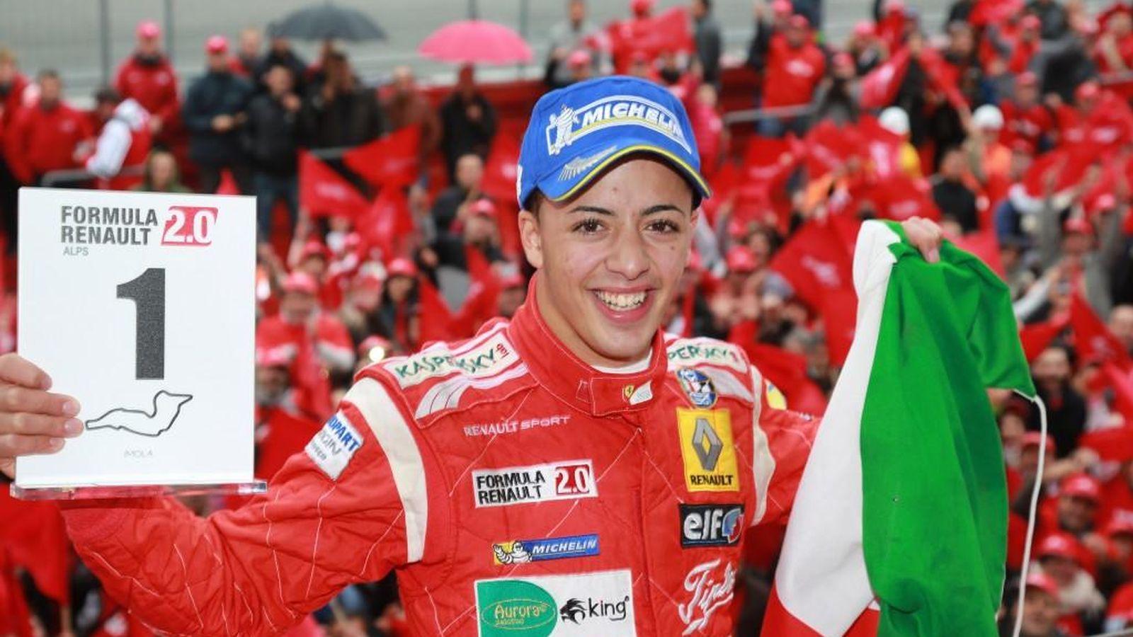 Foto: Antonio Fuoco en el podio como ganador de la Förmula Renault 2.0 (foto página web de Antonio Fuoco)